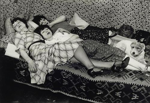 Kiki and her friends, Thérèse Treize de Caro and Lily, c. 1932