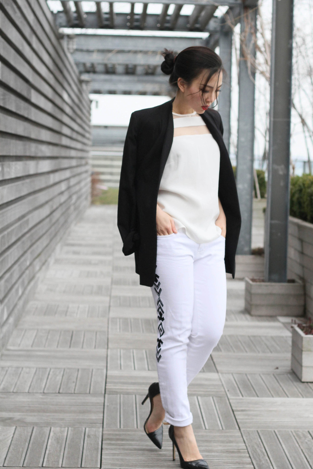 Black and White Tres Chic