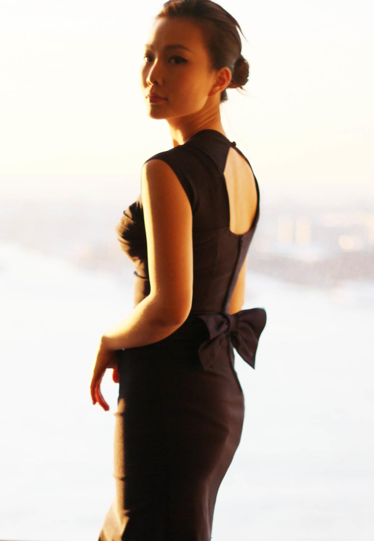 speical neckline dress.JPG