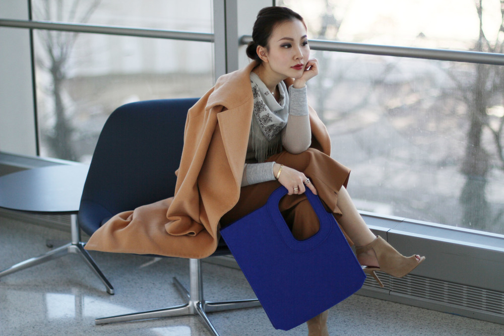 luxe outfit with felt tote.JPG