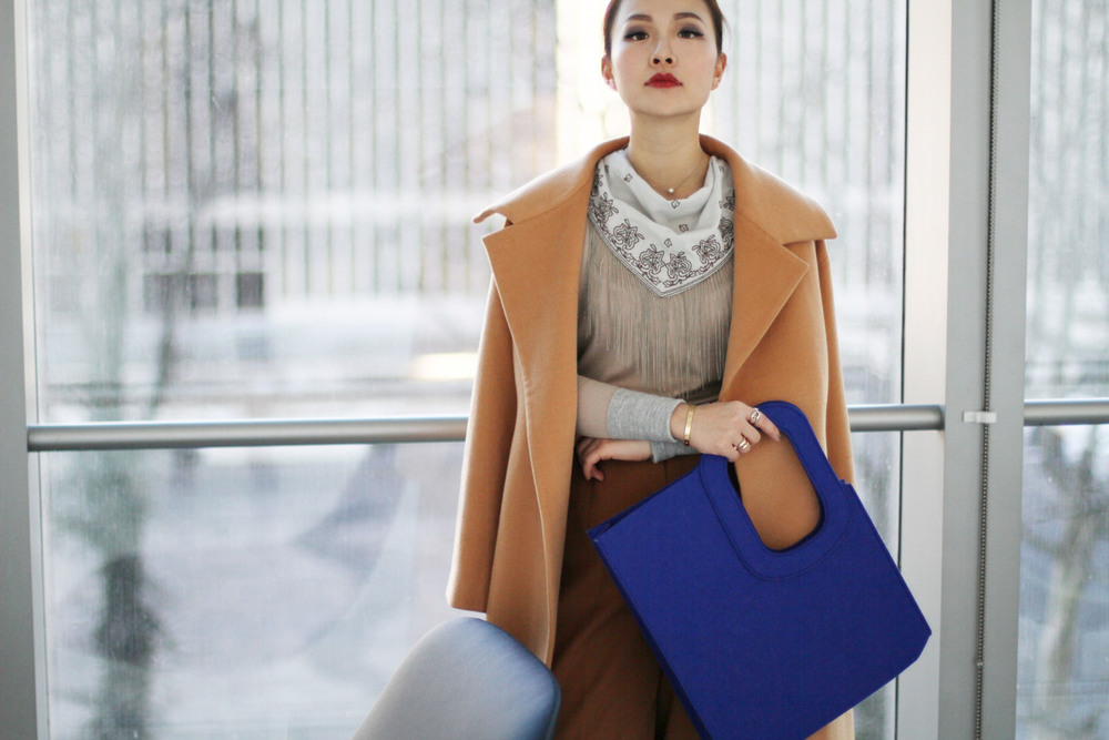 luxe outfit blue felt tote.JPG