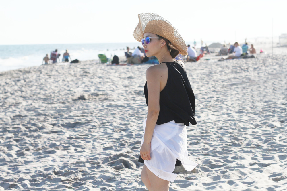 black and white beach outfit 3.jpg