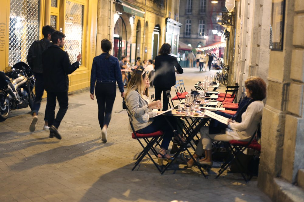 bordeaux downtown nightview young crowd.JPG