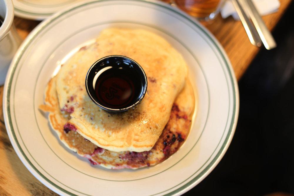 berries pancakes.JPG