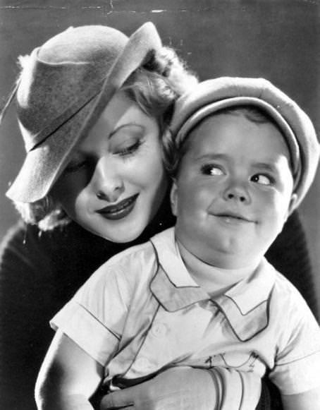 Mary Carlisle and Spanky McFarland in KENTUCKY KERNELS