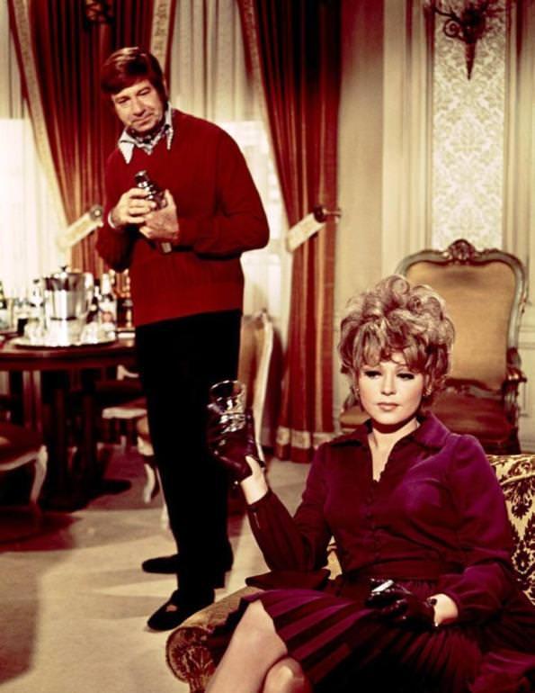 Walter Matthau and Barbara Harris in PLAZA SUITE