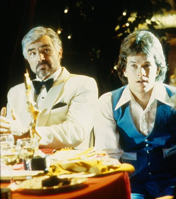 Burt Reynolds and Mark Wahlberg in BOOGIE NIGHTS