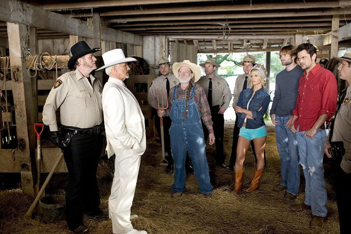 The cast of THE DUKES OF HAZZARD (l to r): M.C. Gainey, Burt Reynolds, Willie Nelson, Jessica Simpson, Seann William Scott, and Johnny Knoxville