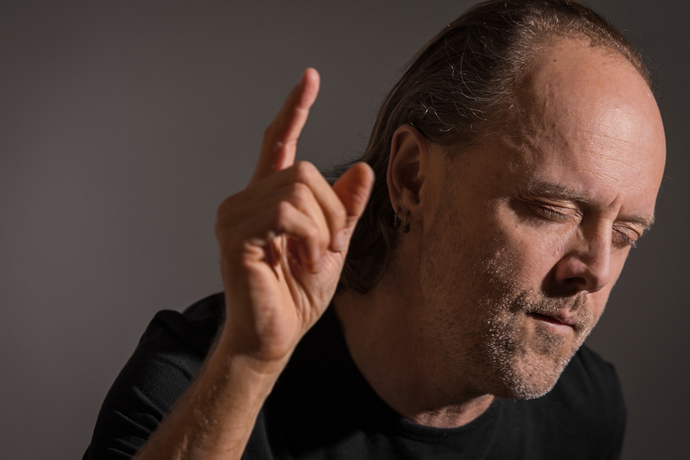 "Lars Ulrich listens to Rage Against the Machine – ""Killing in the Name of""     1/2"