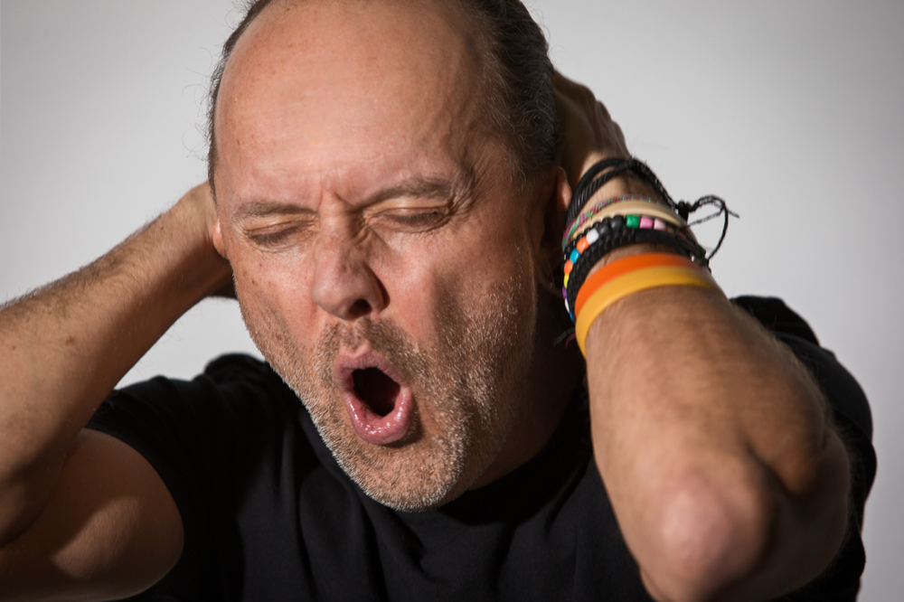 "Lars Ulrich listens to Oasis - ""Supersonic""                   2/2"