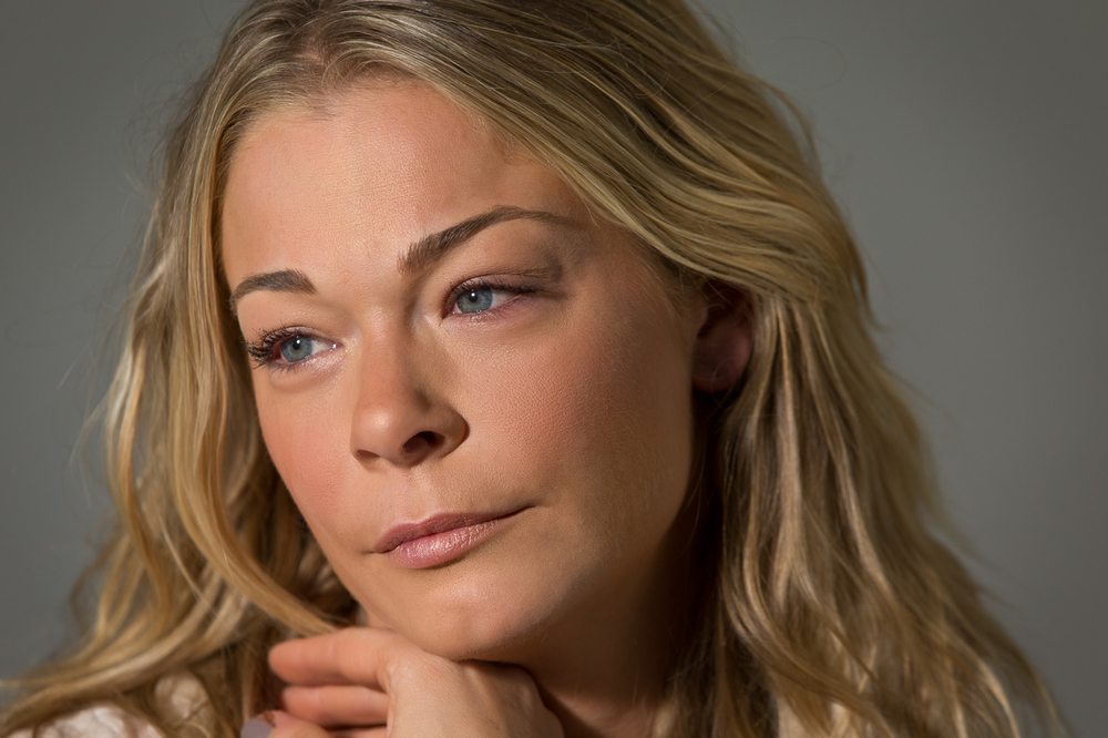 "LeAnn Rimes listens to Dave Hodges - ""Falling out of love""                            1/2"