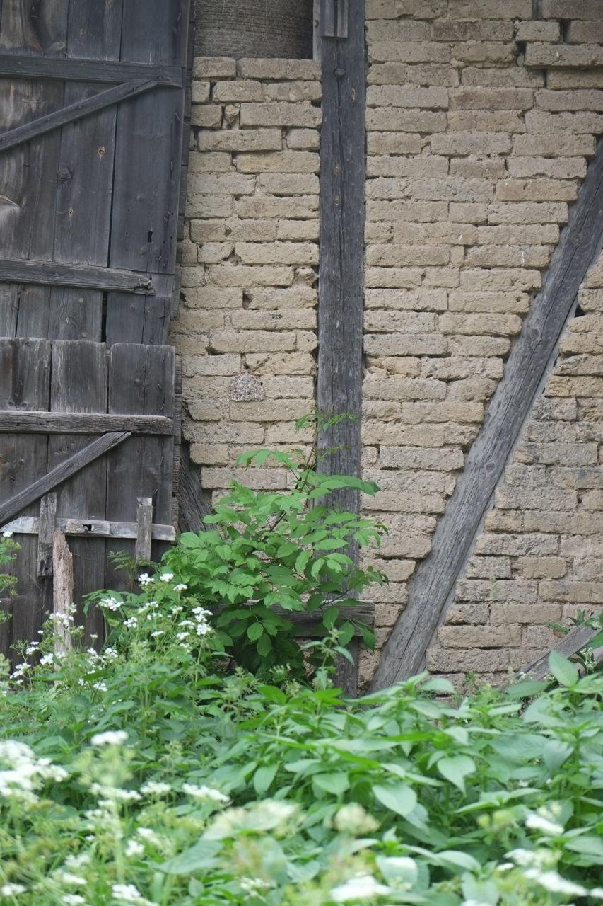 Logen med väggar av soltorkat tegel