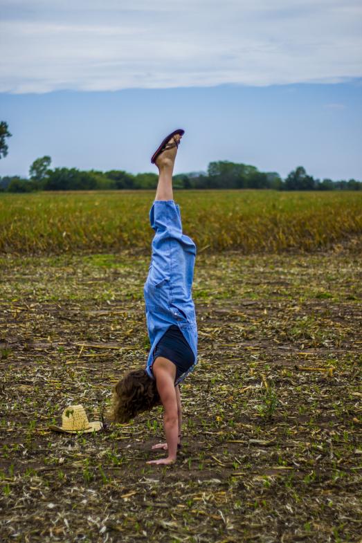 cassi-kansas-handstand-3-1.jpg