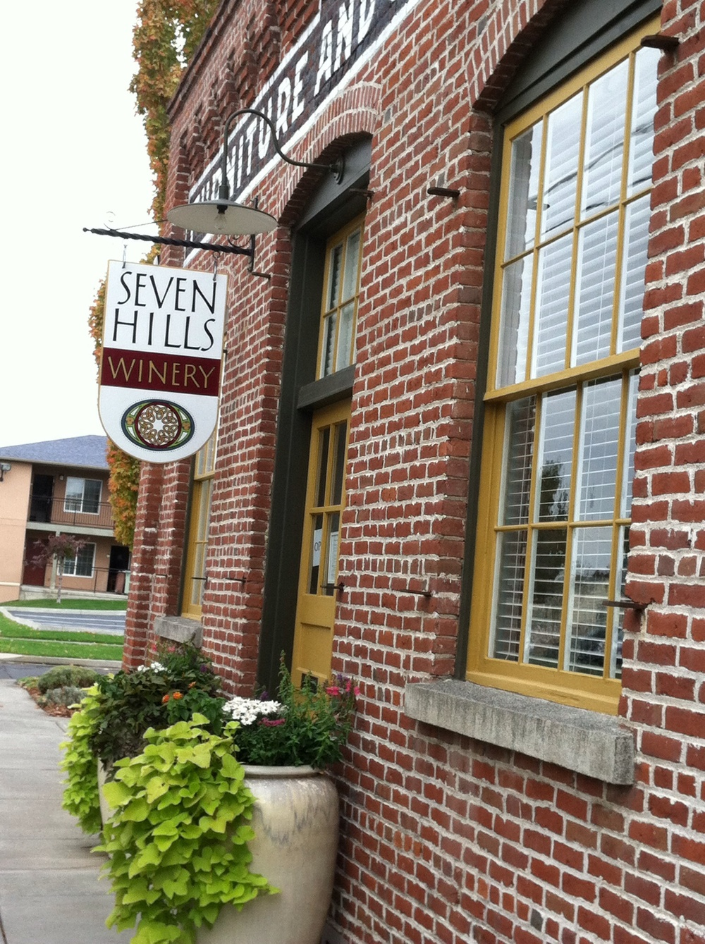 Seven HIlls tasting room.  Photo by Shana Sokol, Shana Speaks Wine.