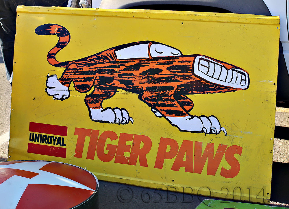 Vintage UNIROYAL Tiger Paws Sign-car-tografi Pomona Swap Meet 2014