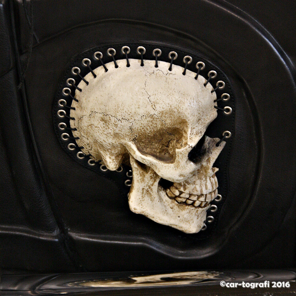 Skull stitched car-tografi