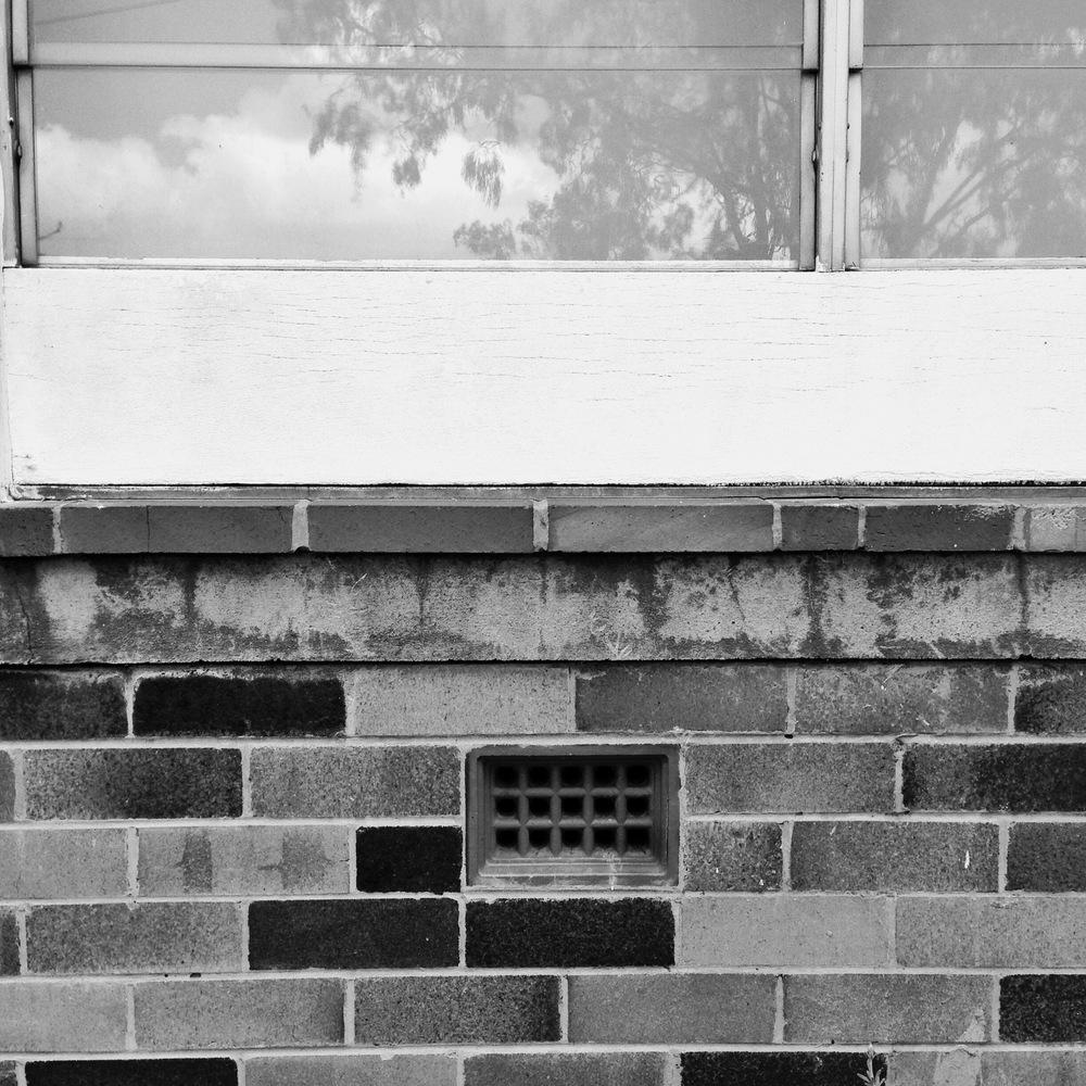 3 Front Window SCL 200X.JPG