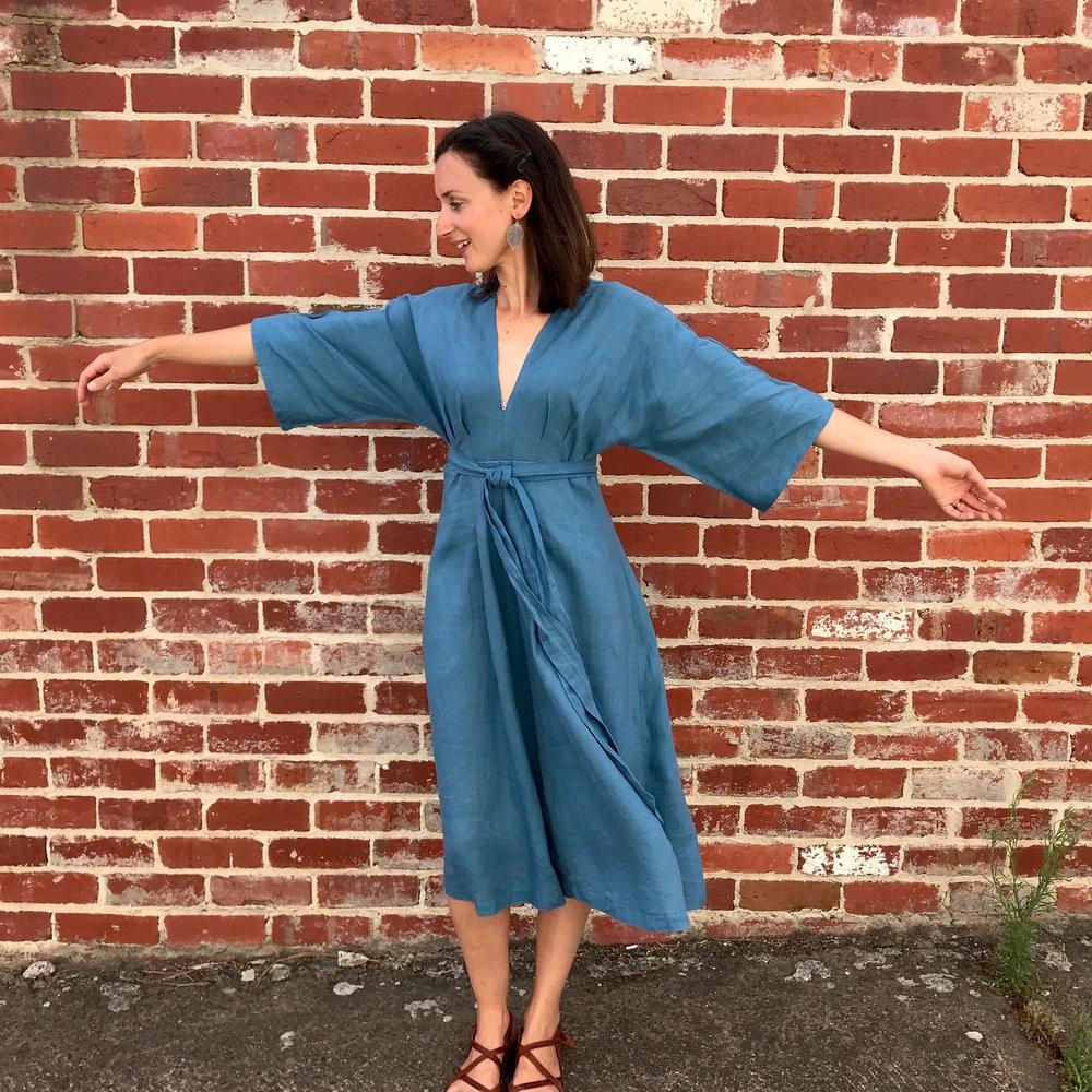 V9253 Vogue Deep V Kimono Sleeve