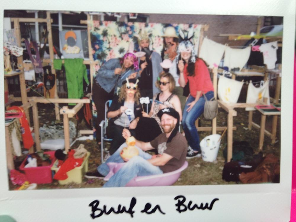 Een hilarische afsluitende groepsfoto bij Buuf en Buur :)
