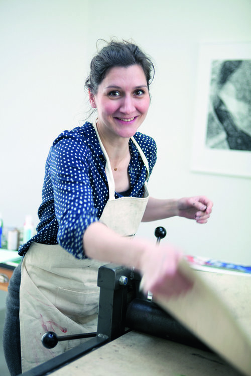 Hinke Weikamp - grafisch ontwerper   'Ik maak monoprints in mijn atelier in Utrecht. Het zijn grafische afdrukken van materialen die ik vind in de natuur. '