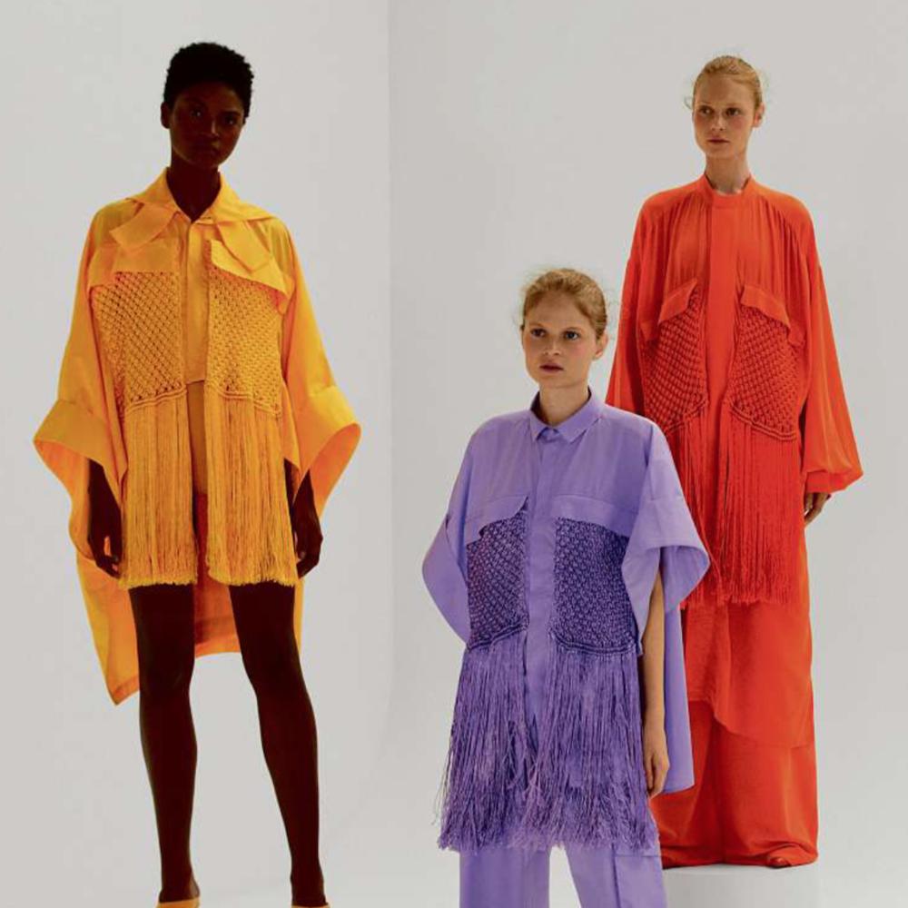 08/2018_ clique na imagem para Vogue Brasil     Pioneira no beachwear deluxe nacional, Lenny Niemeyer leva seu olhar sofisticado para além das piscinas e areias e expande sua linha de roupas com looks despretensiosamente elegantes, que circulam inclusive à noite.