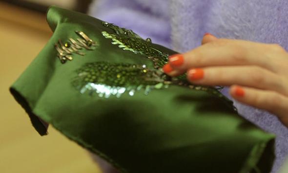 ARTESANIAS - Procuramos o preciosismo dos trabalhos manuais, habilidades que agregam valor inestimável ao que vestimos. Bordados, rendaria, tingimentos, plissados, tecelagens manuais e tantas outras formas de carregarmos nosso mundo de cultura. Acredita?