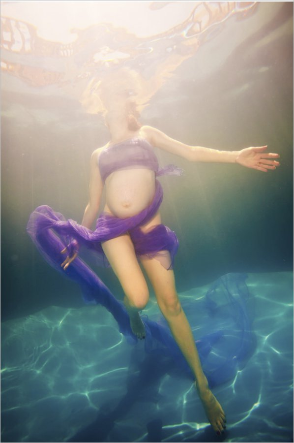underwater helen_underwater portrait-zupe-underwater photography-pool photo-hobart baby photo-hobart family photography-tasmanian kids photos-portraits.jpg