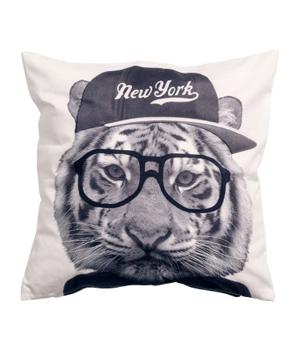 Kuddfodral med cool tiger, 79:50 kronor från H&M.