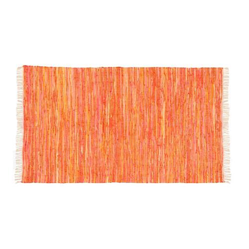 Orangefärgad matta  från ILVA, 379 kr.