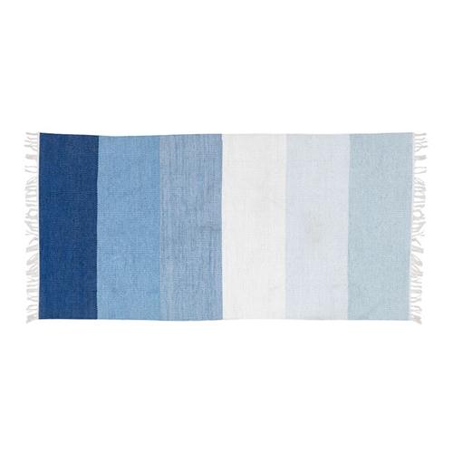 Blåmönstrad plastmatta  från ILVA, 499 kr.