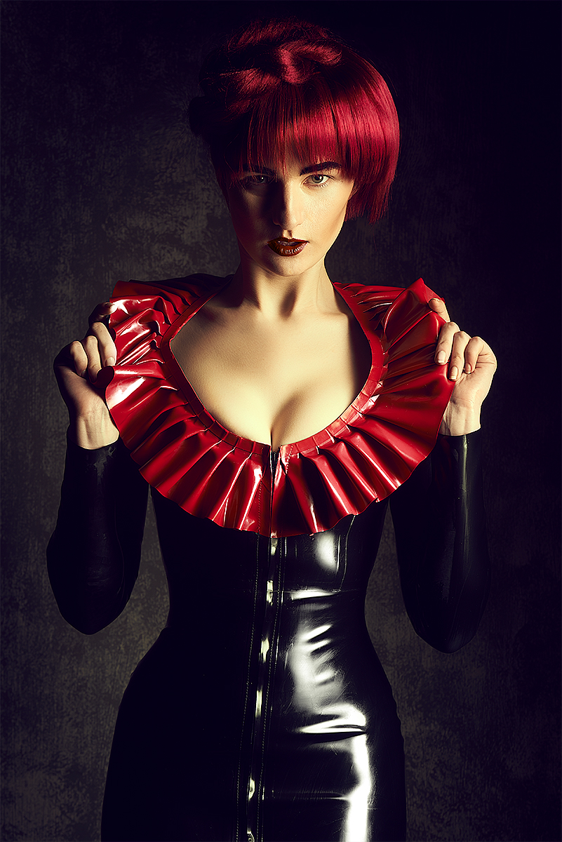 Model: Sara Scarlet - Makeup & Hair: Eline Van Gils - Latex: Westward Bound