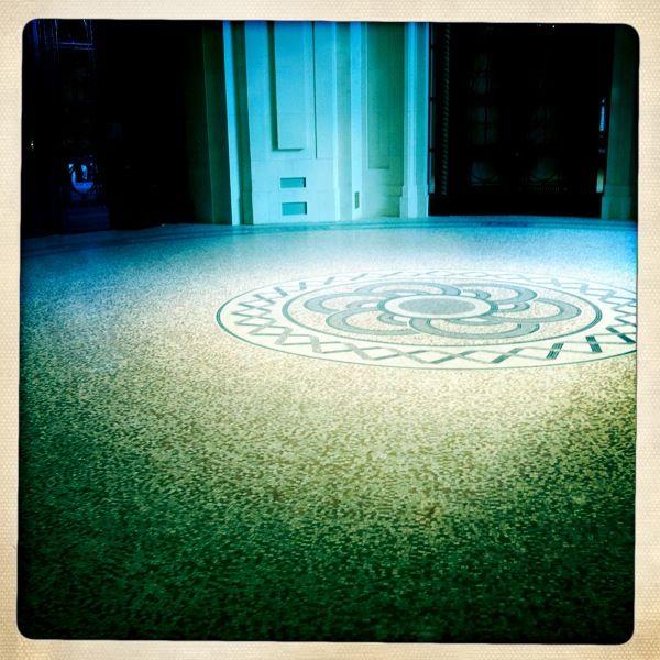 Le grand palais. Entrance to the tea room.