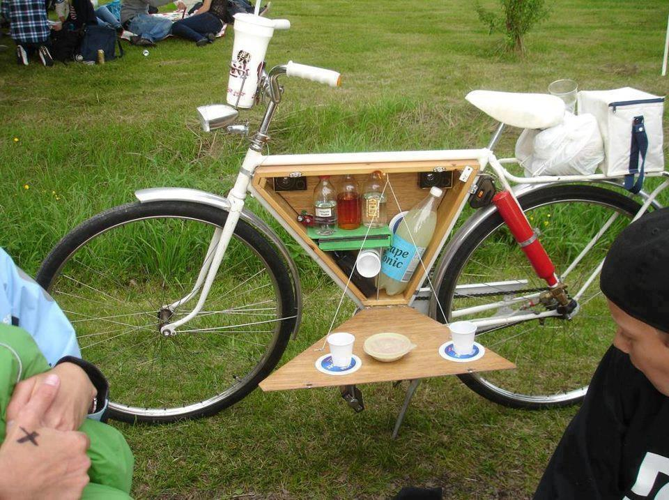 Bikes and Picnics - Summer's almost here. We see to have missed the spring! (via  Do-it-Yourself )