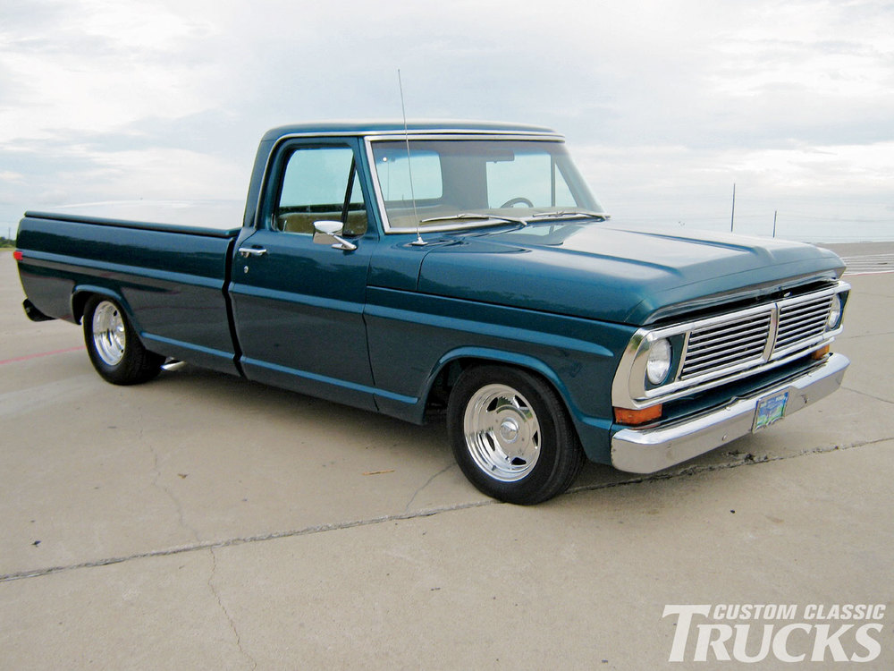 1002cct_01_o+1970_ford_f100_pickup_truck+restored_vintage_truck.jpg
