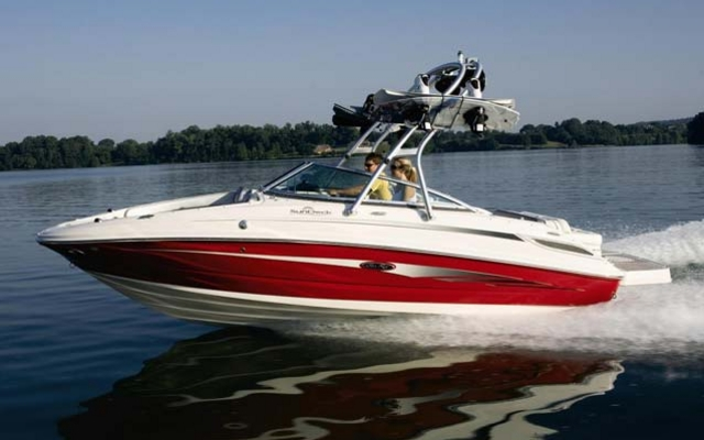 21288_2011_sea_ray_Sport_Boats_220_Sundeck.jpg