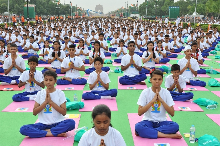 https://commons.wikimedia.org/wiki/File:International_Yoga_Day_2015_in_New_Delhi.jpg