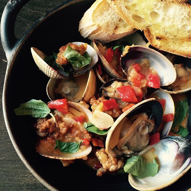 """Mar y montaña"" Catalan-style surf and turf. Manila clams with house-made chorizo, piquillo peppers, basil and garlic toast. Available lunch and dinner @eater_sf @eatthissf @staub_usa #eeeeeats #lefooding #clams #chorizo #bocadillossf"