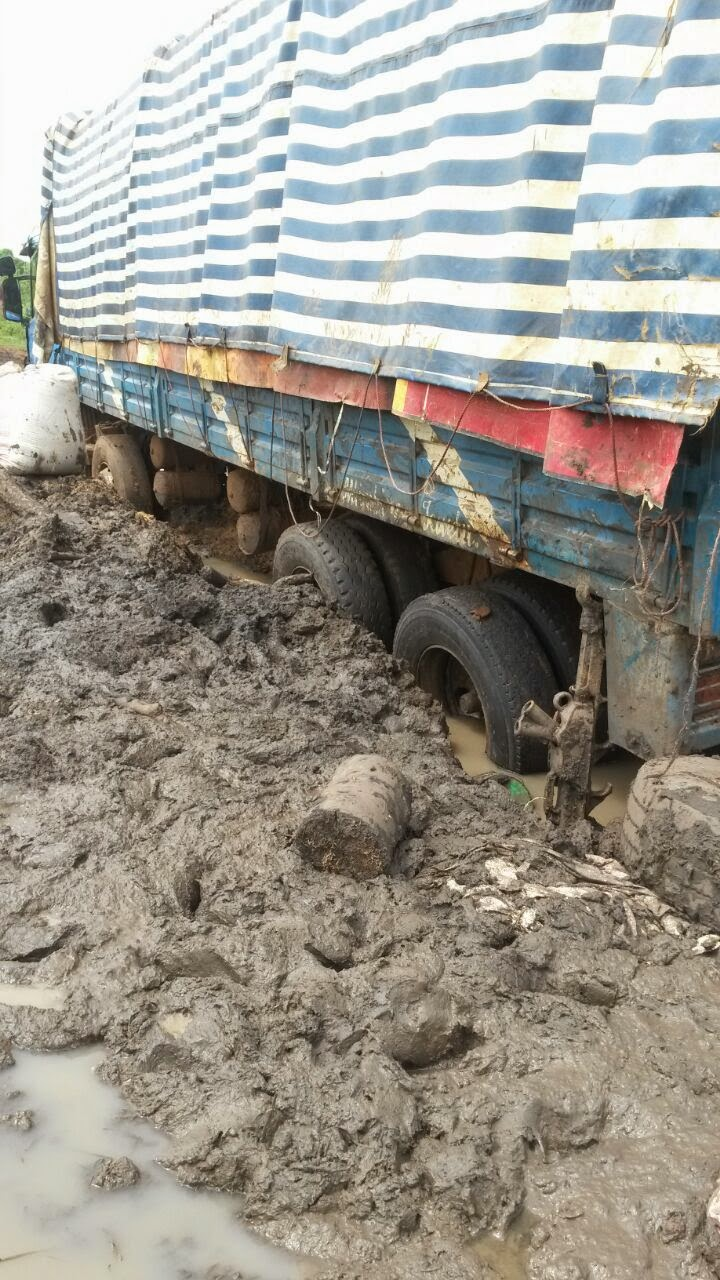Photo 9: Rice truck bogged on way to Malinyi after early rain storms