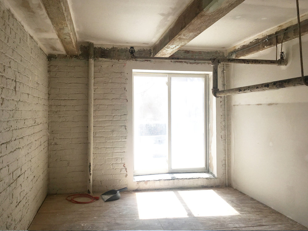 zmaic-interior-design-the-loft-bedroom-1_before_2.jpg