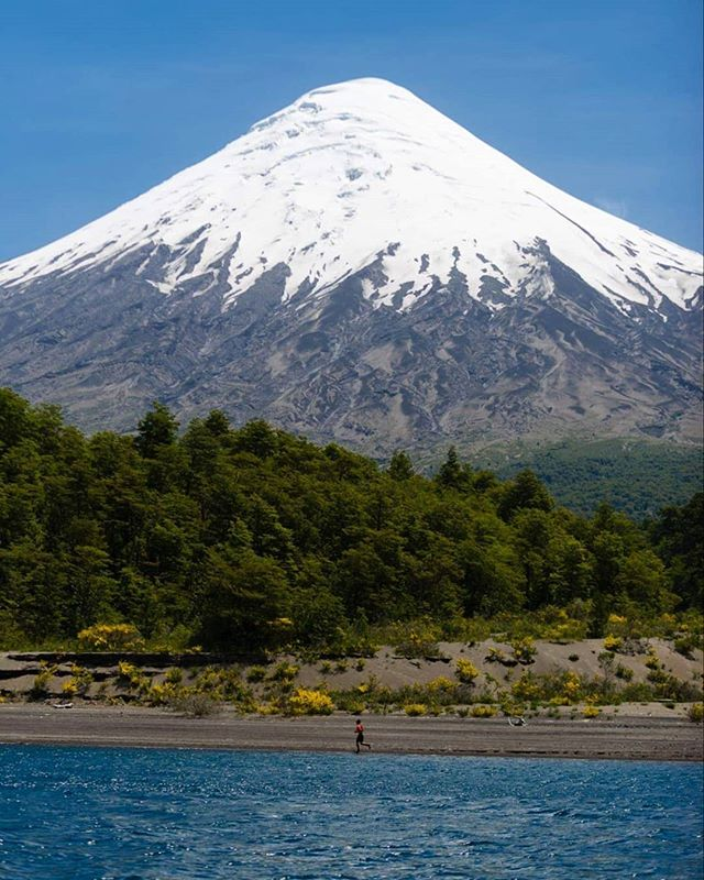 🏔🚩A sólo 60 kilómetros de Puerto Varas se encuentra el Parque Nacional más antiguo de Chile, el P. N.Vicente Pérez Rosales, siendo creado en 1926, y con una superficie de 251.000 hectáreas. Sus principales atractivos son su relieve de volcanes y montañas donde destaca el imponete volcán Osorno, sus grandes bosques de árboles nativos, y uno de los más bellos y vírgenes lagos del sur de Chile: el Todos Los Santos. 🏔Te esperamos el 7 de Diciembre para recorrer sus senderos en Merrell Vulcano Ultra Trail 2020! www.vulcanoultratrail.com #vulcanoultratrail  #vut2019 #trailrunningchile  #ultrarunning  #trailrunning #volcanosorno #vicenteperezrosales @merrellchile @merrell @conaf.chile @andeschimp @puelcheproducciones @runchile.cl @fulloutdoor @tusdesafios