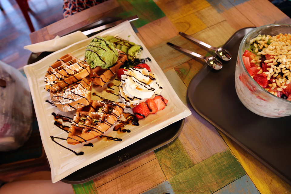 Waffle with Strawberry, Kiwi, and Green Tea Ice Cream