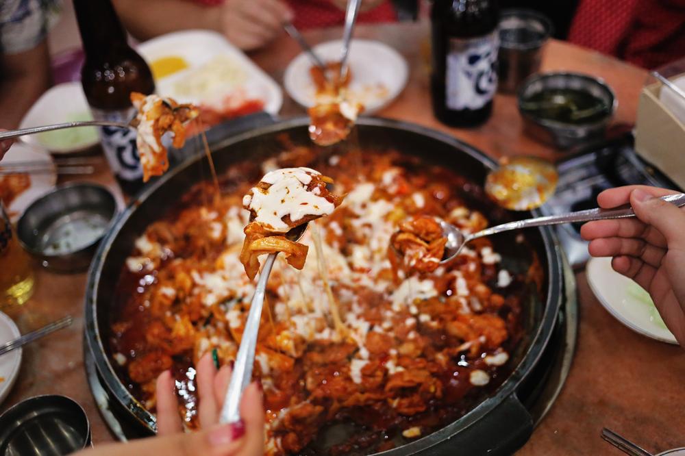 Greysuitcase Seoul Restaurant Series: Chuncheonjip Dakgalbi Makguksu (춘천집닭갈비막국수), Sinchon (신촌), Seoul, South Korea.