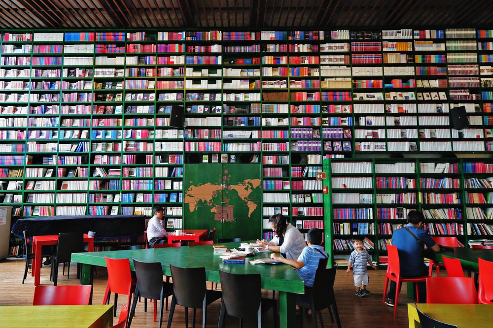 ForestaBookCafe01.jpg