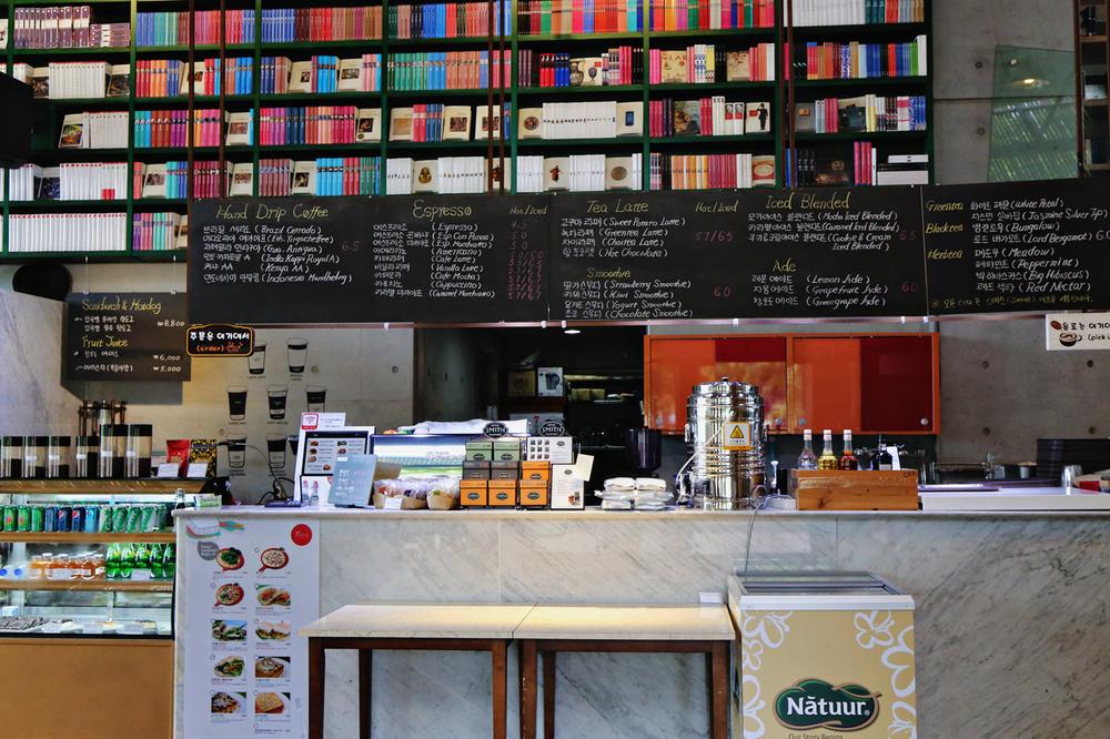ForestaBookCafe04.jpg