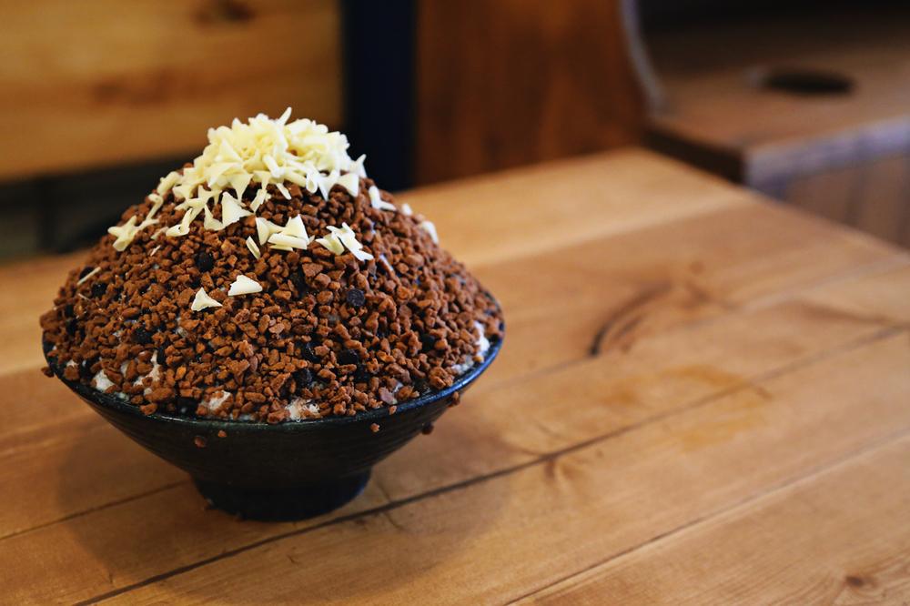 Patmiok's (팥미옥)chocolate snowflake bingsu (초코 눈꽃빙수), one of the great bingsu cafe in Seoul.