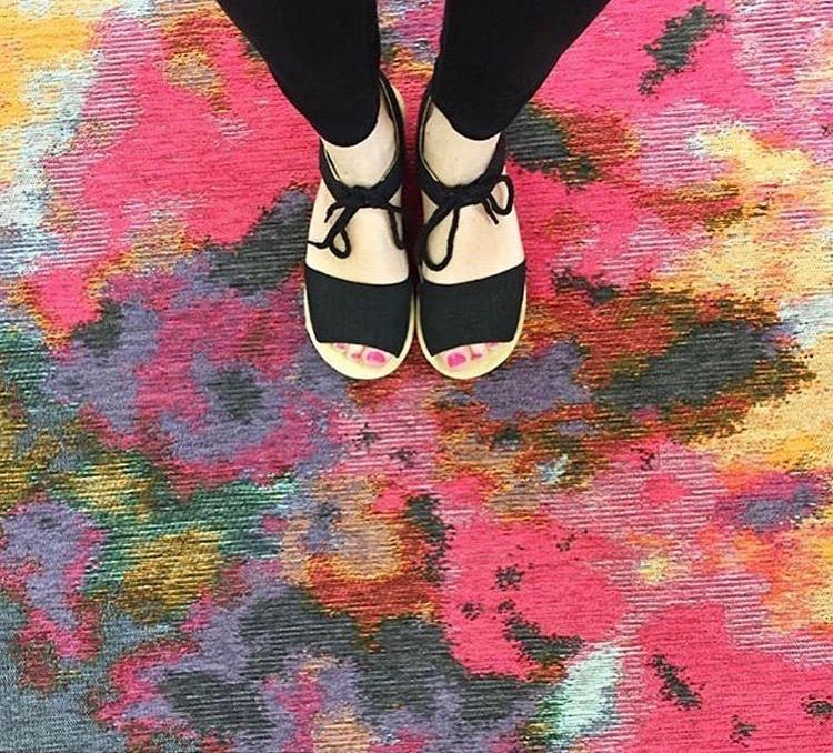Watercolor inspired, beautiful floor cloth!