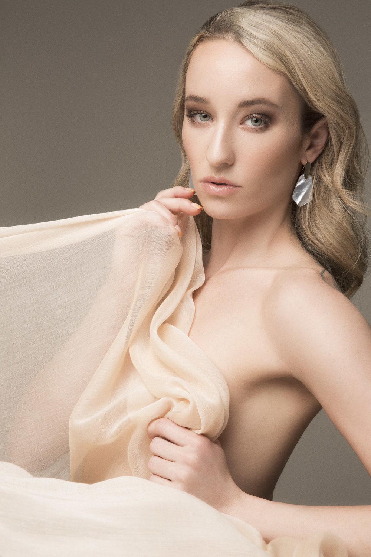 Blonde model in Kendra Scott drop earrings