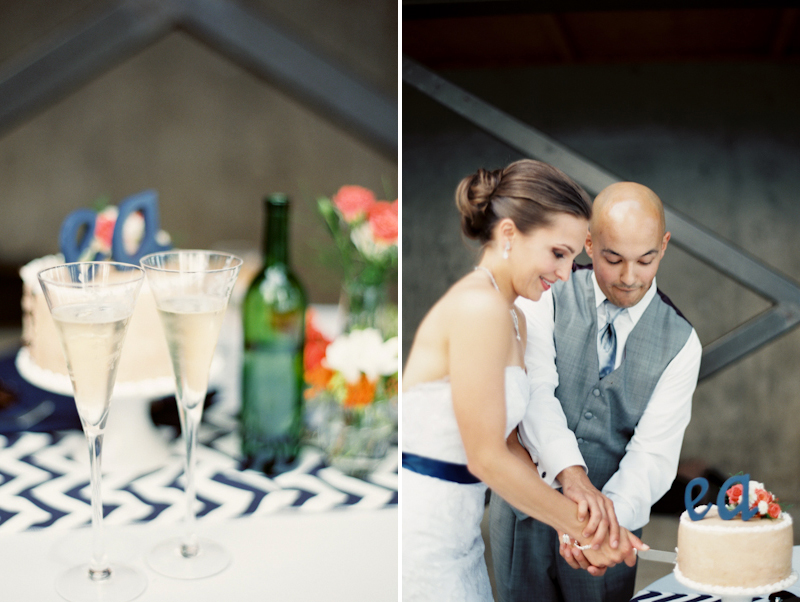 cutting-the-cake-wedding-oregon.jpg