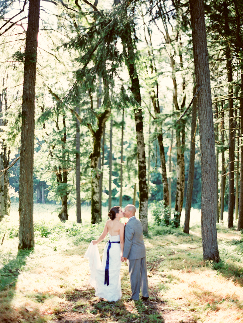 linnea-paulina-film-wedding-photographer-oregon-vineyard001-18.jpg