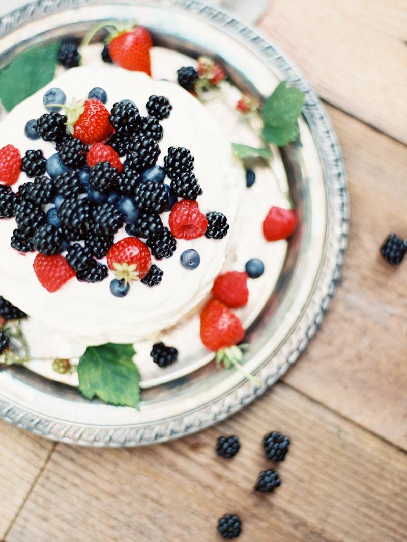 linnea-paulina-photography-blackberry-oregon-film-summer-wedding-berries-and-cream-pavlova.jpg
